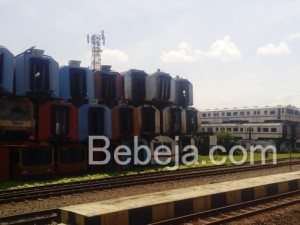 Gerbong Kereta Bekas Di Stasiun Purwakarta